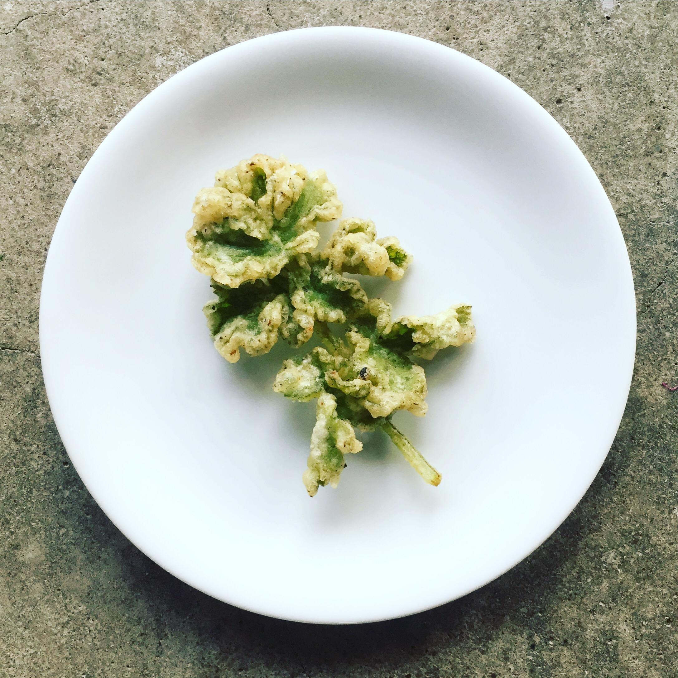 Common hogweed shoot tempura
