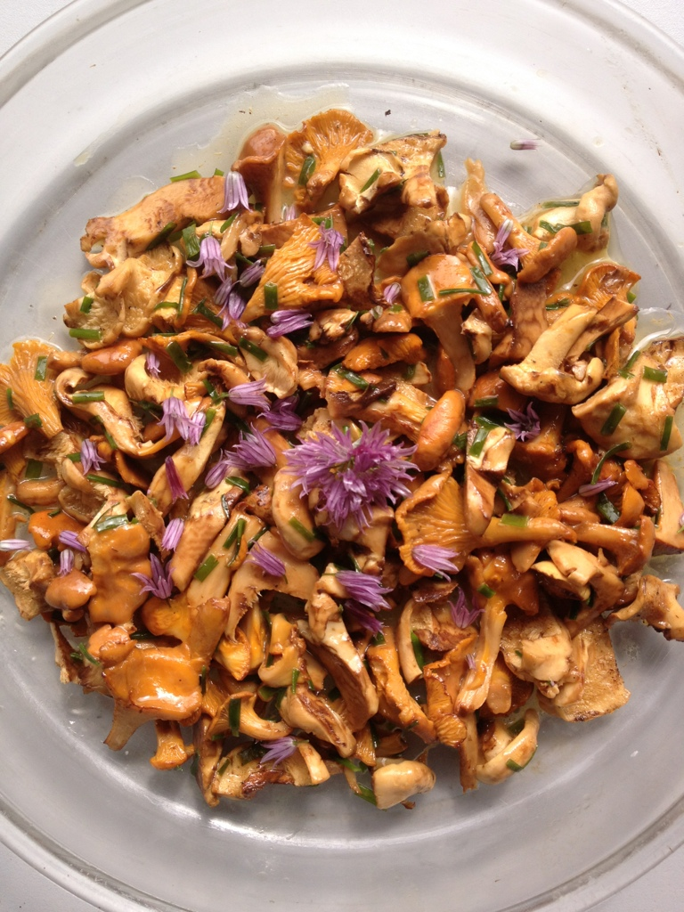 Chanterelles with chives